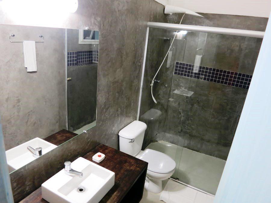 onde-se-hospedar-em-maresias-banheiro