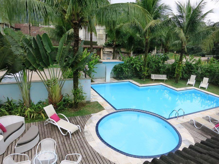 onde-se-hospedar-em-maresias-piscina-dia