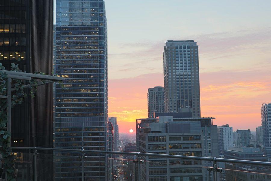3-rooftops-em-chicago-the-terrace-at-trump-chicago-por-do-sol