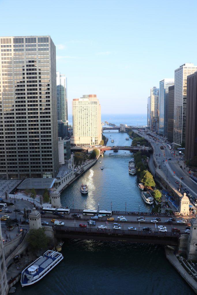 3-rooftops-em-chicago-the-terrace-at-trump-chicago-vista-frente-de-dia